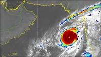"""خفر السواحل اليمنية تحذر من اقتراب العاصفة المدارية """"كيار"""""""