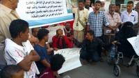 وقفة احتجاجية لجرحى الحرب في إقليم عدن تطالب بفتح اعتمادات علاجهم المتوقفة