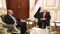 الرئيس هادي يشيد بوقوف أبناء حضرموت إلى جانب الدولة