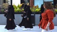 """""""خالعات الحجاب"""" حالات تتزايد وجدل يتصاعد فما الأسباب؟"""