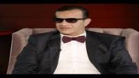 """قناة """"الشرعية"""" توقف الإعلامي عمر المرشد وترفض منحه حقوقه المادية"""