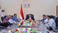 الحكومة توجه برفع وتيرة العمل لإنجاز محطة كهرباء عدن الجديدة