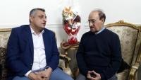 دماج يتعهد بحل مشكلة الإقامة والصفة الدبلوماسية للفنان أحمد السنيدار