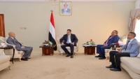 رئيس الوزراء يؤكد دعم الحكومة للجيش في تعز حتى تحريرها