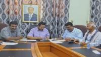 محافظ شبوة يوقع عقدا لتمديد خطوط الكهرباء إلى مديرية عرماء