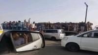صحفي يكشف عن ترحيل مواطنين شماليين من عدن.. احتجاز وتعذيب وسحل