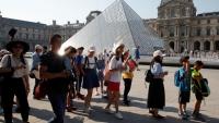 فيروس كورونا يهدد الثقافة.. إلغاء معارض دولية للكتاب وإغلاق متحف اللوفر