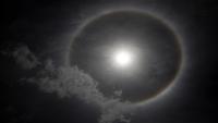 """هالة """"الجليد"""" حول الشمس تظهر في سماء صنعاء (صور)"""