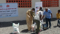 """مؤسسة التواصل تدشن مشروع توزيع الحقيبة الإيوائية لـ""""500"""" أسرة من متضرري السيول بعدن"""
