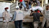 صلة للتنمية توزع 2000 سلة غذائية على أفراد المنطقة الثانية وعمال النظافة والأسر الفقيرة بحضرموت
