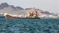 """الحكومة تحذر """"الانتقالي"""" من عرقلة جهودها في السواحل الجنوبية"""