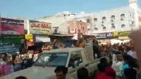 عدن .. مليشيات الانتقالي تستخدم الرصاص الحي لتفريق محتجين ومقتل مدني وإصابة ثلاثة آخرين
