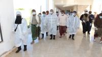 مستشفى تريم يغلق الطوارئ بعد اشتباه إصابة أحد العاملين الصحيين فيه
