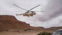 طيران المنطقة العسكرية الأولى ينقذ مواطناً من السيول في حضرموت (صور)