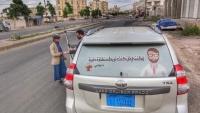 """""""أوقفني إن كنت تريد استشارة""""... طبيب يمني يجوب الشوارع لمحاربة كورونا"""
