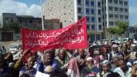 احتجاجات لعشرات الجنود في المهرة للمطالبة بصرف رواتبهم المتأخرة