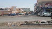 مليشيات الانتقالي تنفذ حملة لرفع البسطات بشوارع الشيخ عثمان