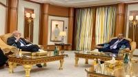 """""""الانتقالي"""" يبحث مع السفير البريطاني جهود تنفيذ اتفاق الرياض"""
