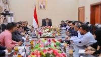 الحكومة اليمنية: تهريب إيران أسلحة للحوثيين انتهاك للقوانين الدولية