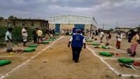 """""""الهجرة الدولية"""" تزود أكثر من 1500 عائلة نازحة في حجة بحقائب إغاثية"""