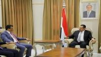رئيس الحكومة يوجّه محافظ عدن باتباع نهج إداري يتوافق مع أهداف اتفاق الرياض