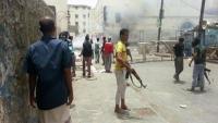 إصابة 8 في اشتباكات بين مليشيات الانتقالي ومجاميع مسلحة في عدن