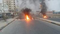 قوات مدعومة إماراتيا بالمكلا تعتدي على المحتجين وتعتقل عددا منهم