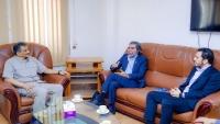 محافظ عدن يبحث مع مدير مكتب غريفيث تأثيرات تأخر تنفيذ اتفاق الرياض