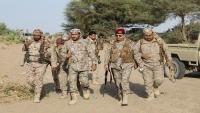 وزير الدفاع يدعو لنبذ الخلافات والمناكفات ورص الصفوف لمواجهة الحوثي