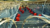 """أسوشيتد برس: الإمارات تُخطط لنقل معتقلي """"غوانتانامو"""" من أبوظبي إلى اليمن"""