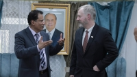 السفير الأمريكي يدعو إلى تنفيذ اتفاق الرياض وإنهاء النزاع في اليمن