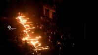 تعز.. محتجون يشعلون الشموع على أسطح المباني المدمرة تنديداً بانتهاكات الحوثيين