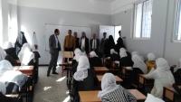 تعز.. مدير مديرية القاهرة يطمئن على سير الامتحانات في المدارس