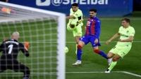 سواريز يقود أتلتيكو مدريد لفوز يعزز صدارته لليغا ويشارك ميسي قمة الهدافين