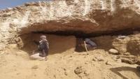 حضرموت.. العثور على مقتنيات فخارية وحجرية عمرها 2500 عام في مقبرة أثرية
