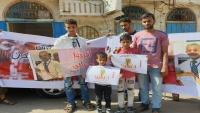 عدن .. وقفة احتجاجية لأسرة زكريا قاسم المخفي قسرا منذ ثلاث سنوات