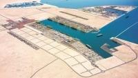 اتهامات لرئيس الحكومة بعرقلة تشغيل ميناء قنا بشبوة والتآمر ضد المحافظ