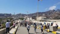 """""""الانتقالي"""" يعلن تعليق الاحتجاجات في عدن"""