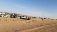 مغتربون يمنيون عالقون بصحراء الوديعة بسبب قرار منع خروج سيارات الدفع الرباعي إلى اليمن