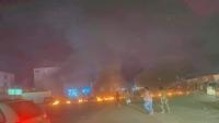 احتجاجات وأعمال شغب في عدن تنديداً بتردي الخدمات