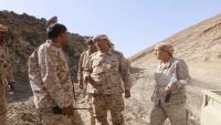 رئيس هيئة الأركان يتفقد سير العمليات العسكرية في جبهة المشجح غرب مأرب