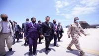 قوات موالية للإمارات تمنع مسؤولين يمنيين من دخول مطار الريان لاستقبال رئيس الحكومة