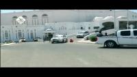 بالفيديو.. تعرض موكب رئيس الوزراء معين عبد الملك للرشق بالحجارة في المكلا