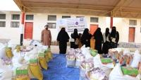 """مؤسسة """"مهرة"""" تدشن توزيع 50 سلة غذائية للأسر المحتاجة بالغيضة عاصمة المهرة"""
