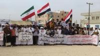 """""""اعتصام المهرة"""" تحذر من مخططات خطيرة تستهدف المحافظة"""