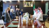 غريفيث: ناقشت مع السفير السعودي خيارات رفع القيود على ميناء الحديدة ومطار صنعاء