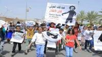 أطفال مأرب يشيعون جثمان الطفلة ليان ضحية القصف الحوثي على محطة للوقود