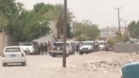 بعد اختطاف أحد أبنائها.. قبائل الصبيحة تتوافد إلى معسكر الشرطة العسكرية لتدارس الرد