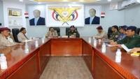وزير الداخلية يترأس مع محافظ شبوة اجتماعا للجنة الأمنية