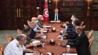 اعتبره معارضوه انقلابا.. الرئيس التونسي يقيل الحكومة ويجمد البرلمان ويتولى السلطة التنفيذية